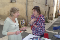 Maureen-and-Fiona-chatting